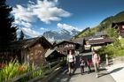 Walking_through_Muerren_5_by_Jungfrau_Region_Mattias_Nutt.JPG