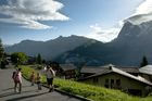 Walking_trough_Muerren_by_Jungfrau_Region_Mattias_Nutt.JPG